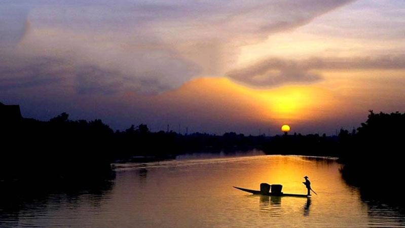 phan tich nguoi lai do song da - MS04 - Phân tích nhân vật ông lái đò trong tác phẩm Người lái đò sông Đà của Nguyễn Tuân