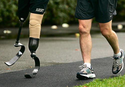 """toi da khoc khi khong co giay de di - MS99 - Suy nghĩ về câu nói """"Tôi đã khóc khi không có giày để đi, cho đến khi tôi nhìn thấy một người không có chân để đi giày"""
