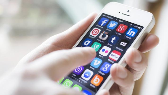hiem hoa mang xa hoi - MS286 - Nghị luận về Lợi ích và hiểm họa của mạng xã hội