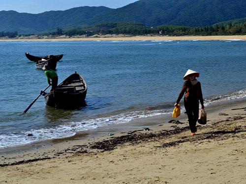 """MS418 - Phân tích hình ảnh người đàn bà làng chài trong """"Chiếc thuyền ngoài xa"""